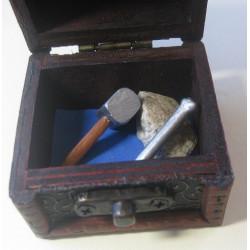 Coffret bois maillet-ciseau-pierre brute