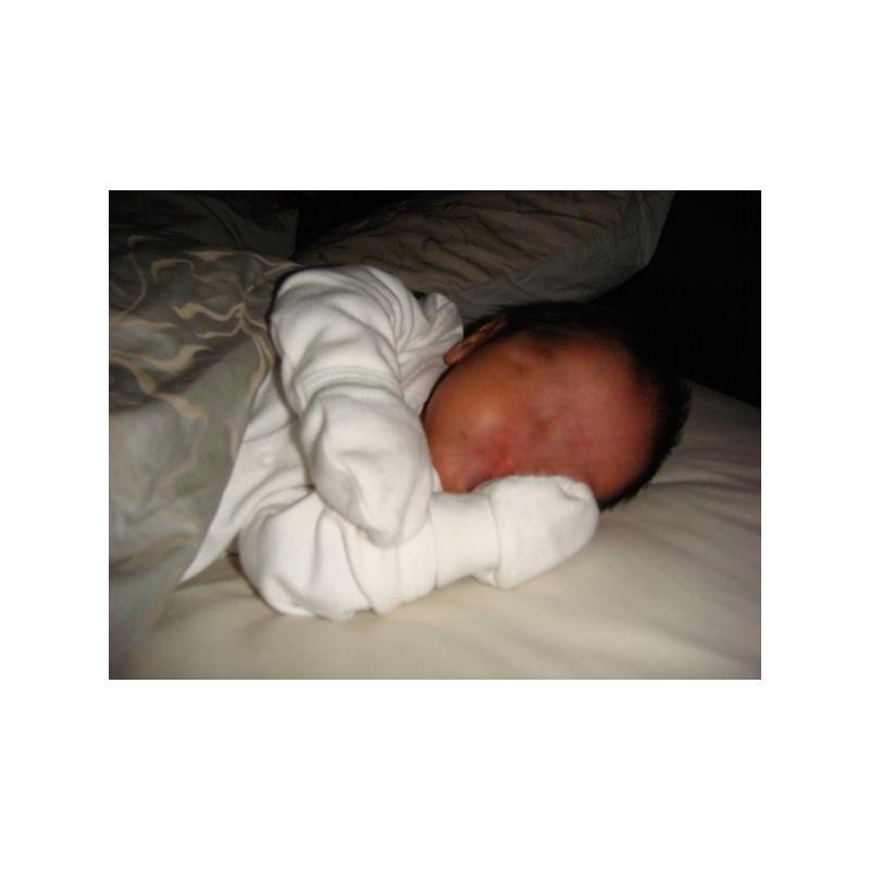 a0ef8dc20eda Petites moufles bébé en pur coton blanc uni anti-grattage