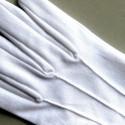 Avec poignet à bouton-pression beaux gants blancs de cérémonie à 3 nervures.