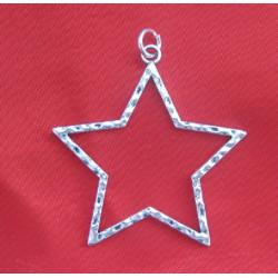 Pendentif étoile ciselée, en métal argenté.